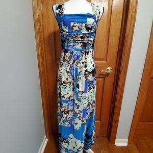 💙 M Modern Maxi Dress